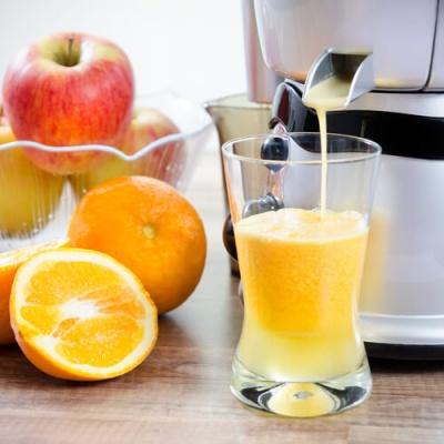 juicer-dispensing-orange-juice-e1472551911987