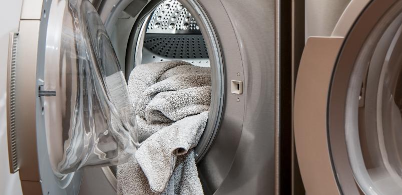 Tenere sempre chiuso lo sportello della lavatrice